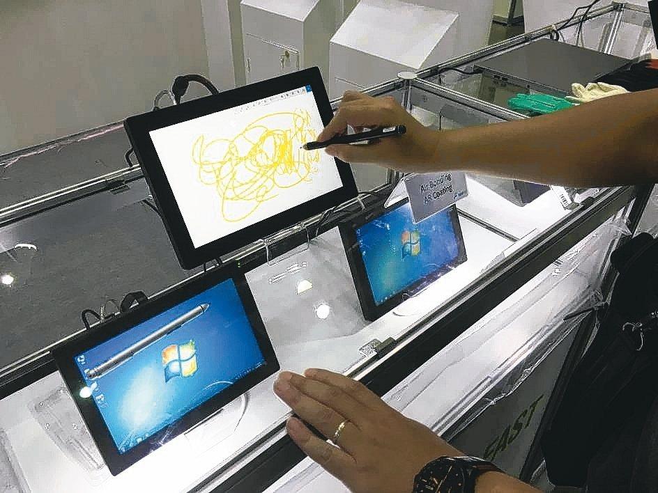 洋華光電的中大尺寸觸控面板,工控及車載為主力應用。 洋華光電/提供
