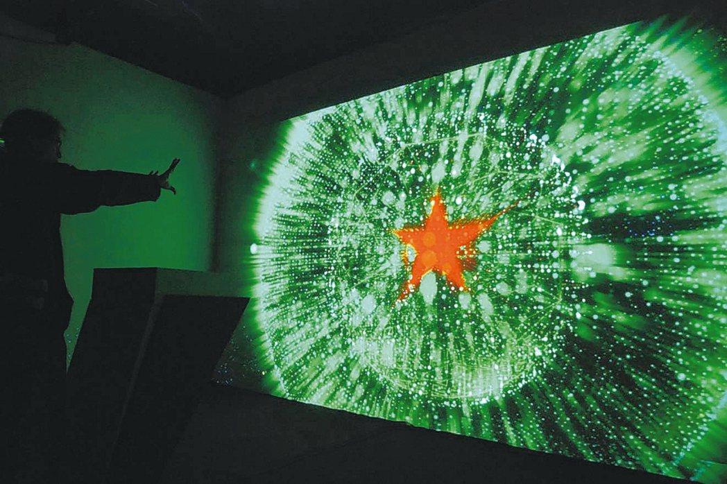 叁式與米蘭數位合作製作海尼根140周年活動中的互動裝置,透過環場互動體驗的方式,...