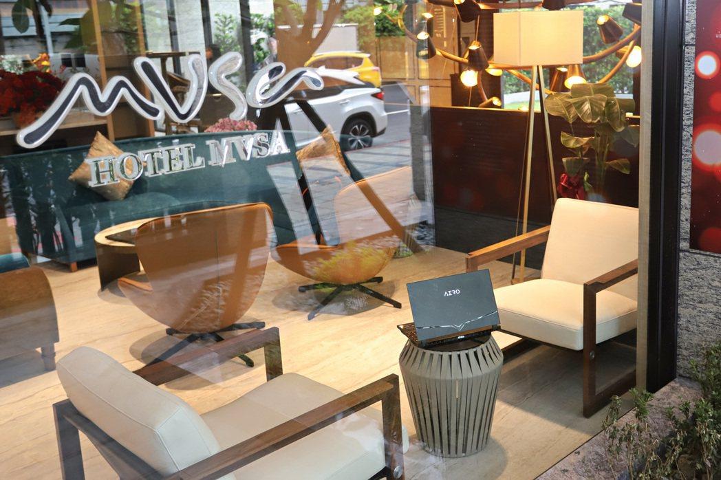 AERO 15 OLED系列的設計及面板發色表現獲台北市MVSA慕舍酒店肯定,該...