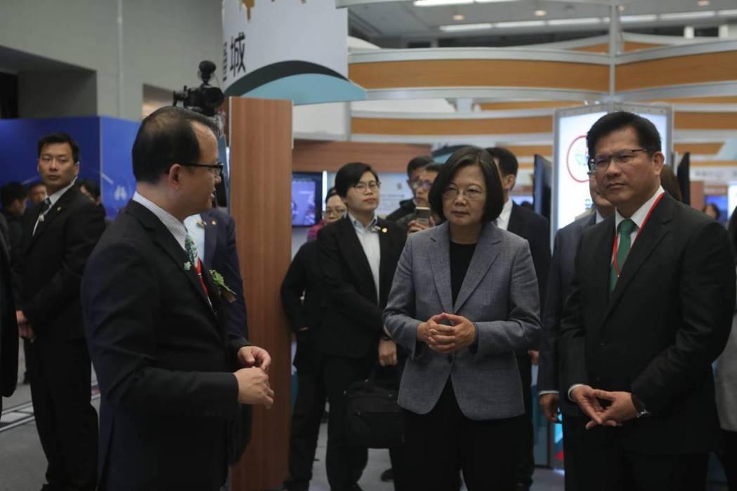 總統蔡英文蒞臨全國交通科技產業會議。交通部/提供