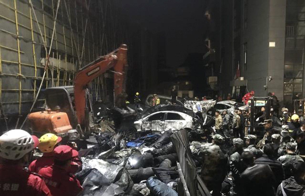 浙江海寧污水罐體坍塌事故已致7死15傷,其中4人傷勢較重。 新華社