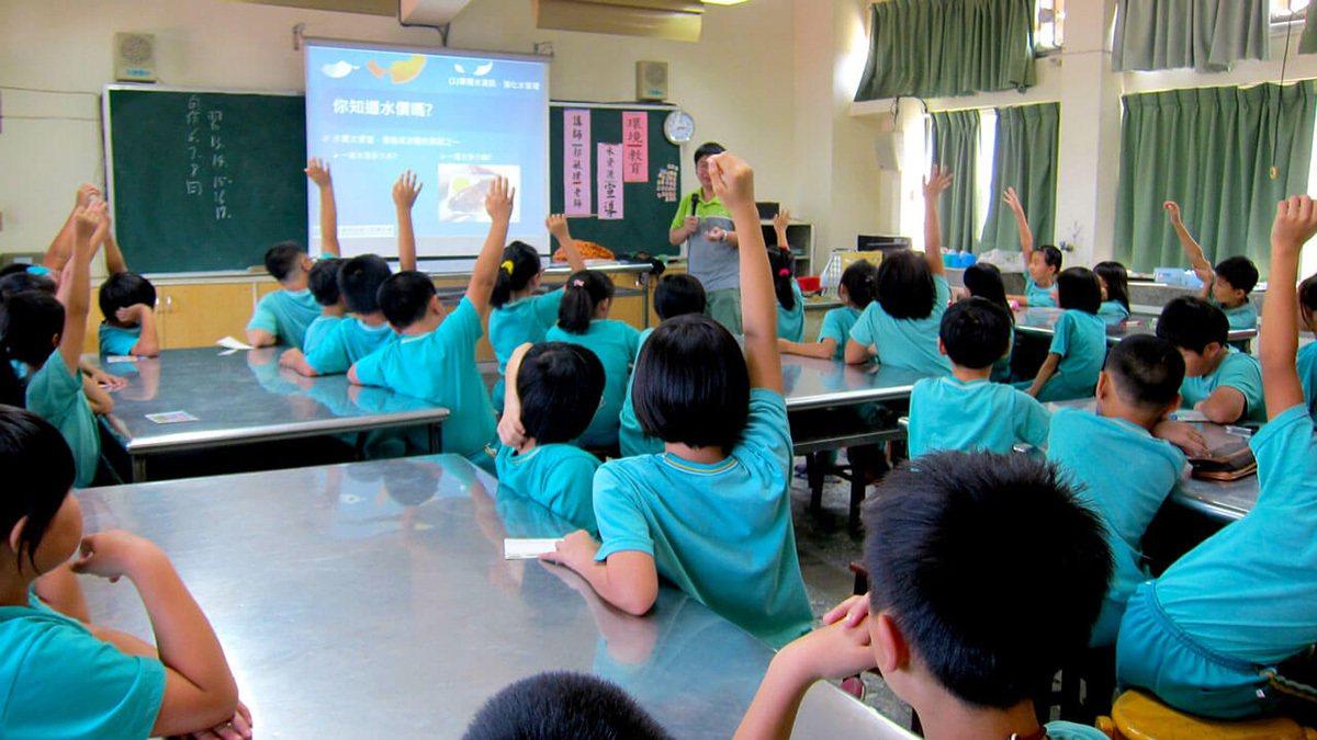可口可樂贊助綠水小學巡迴教育,讓水資源教育從小開始。 圖/可口可樂 提供