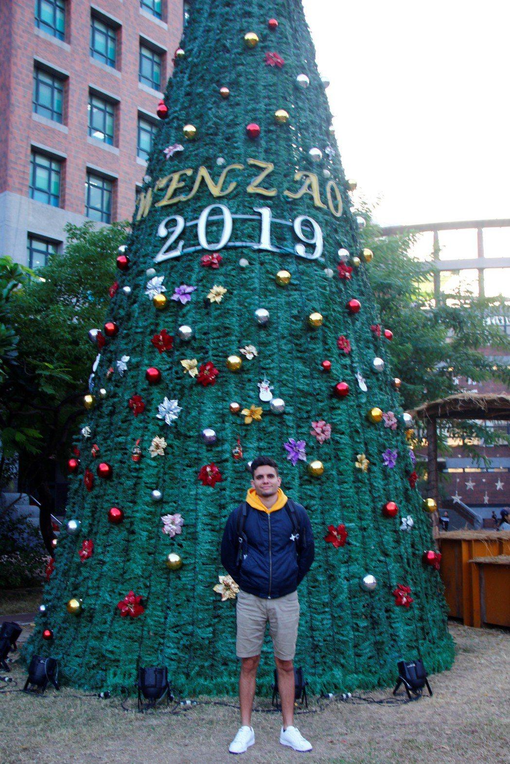 國企系大四學生魯瑞傑分享西班牙家庭的聖誕節的慶祝方式。 文藻外大/提供。