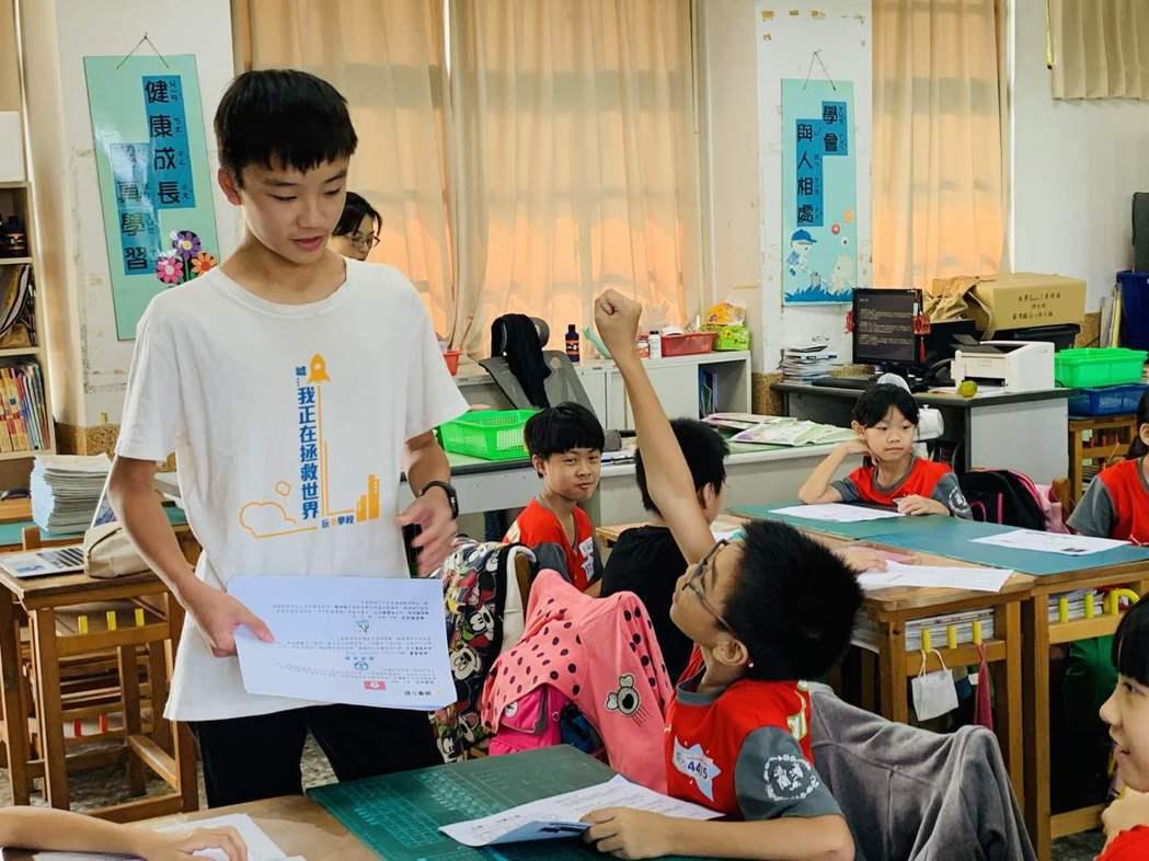 種子引導員將議題帶入學校,讓對話在學校發芽。 圖/玩轉學校提供