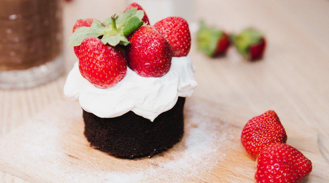 草莓巧克力溶岩蛋糕 業者/提供