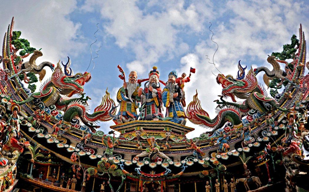 宗教文化藝術。台南學甲的慈濟宮/提供