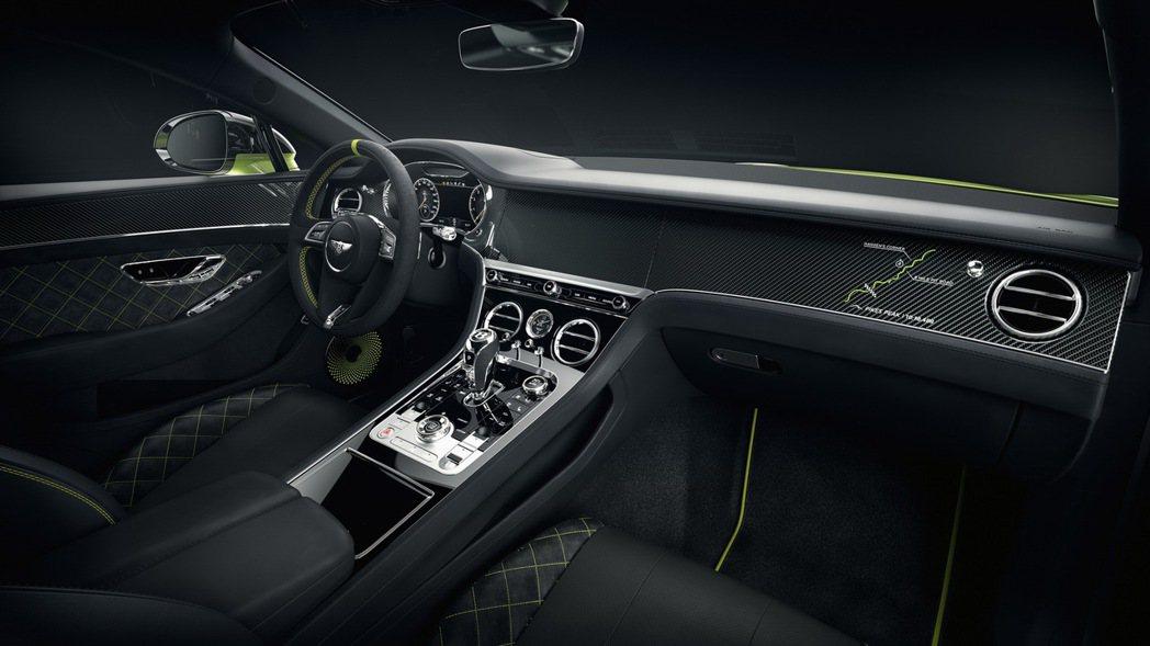 車艙內Alcantara/Beluga混搭皮革內裝,也同樣有螢光綠的縫線及滾邊的...