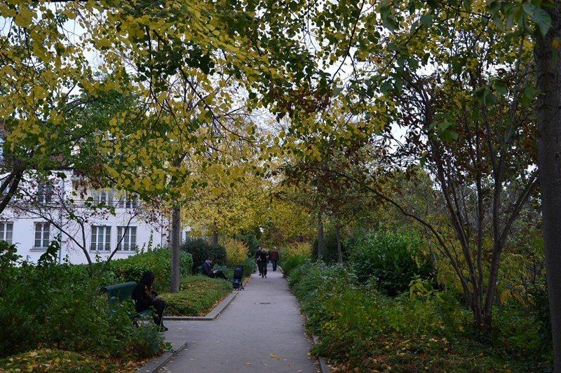 巴士底廣場旁由舊鐵道活化而成的「綠化帶」(Coulée Verte),為一空中...