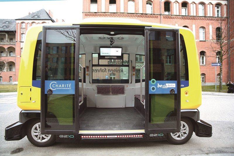 柏林夏里特醫院院區試營運的無人公車。(Charité /Gudath提供)