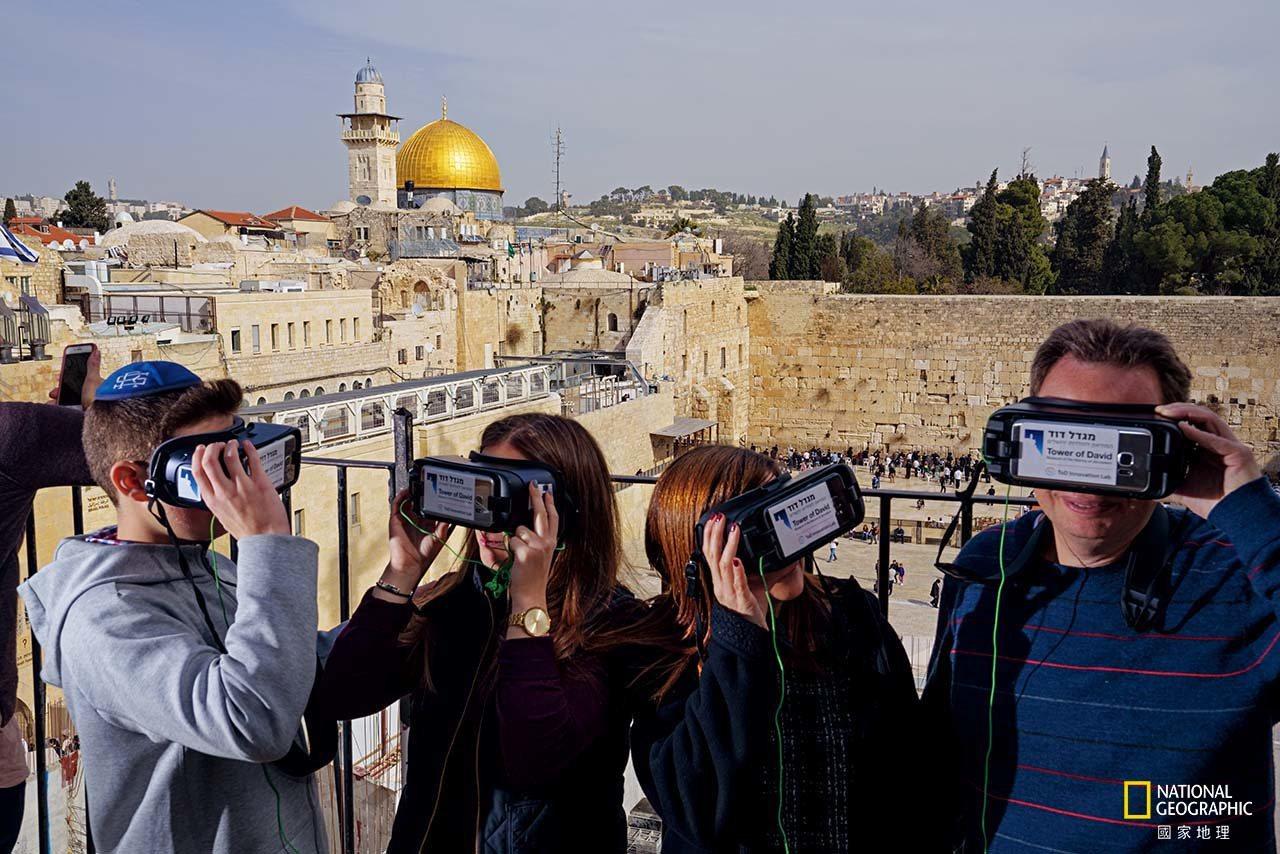 從西牆廣場上的這處遠眺點望去,一定不會錯過閃閃發亮的圓頂清真寺,這是建造於7世紀...