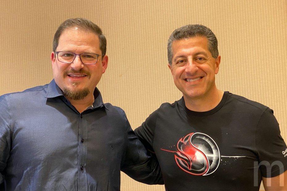 Qualcomm總裁Cristiano Amon與Qualcomm Technologies資深副總裁暨行動部門總經理Alex Katouzian (右)