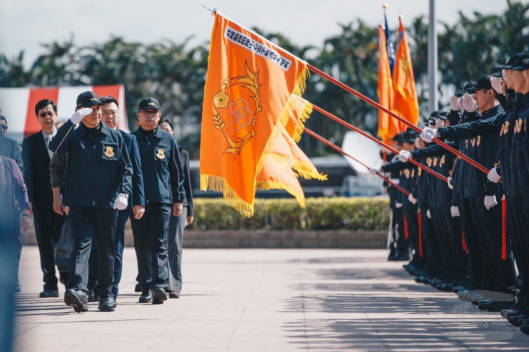 11月7日,國安局長邱國正校閱「安維七號」結訓特勤人員。圖/軍聞社