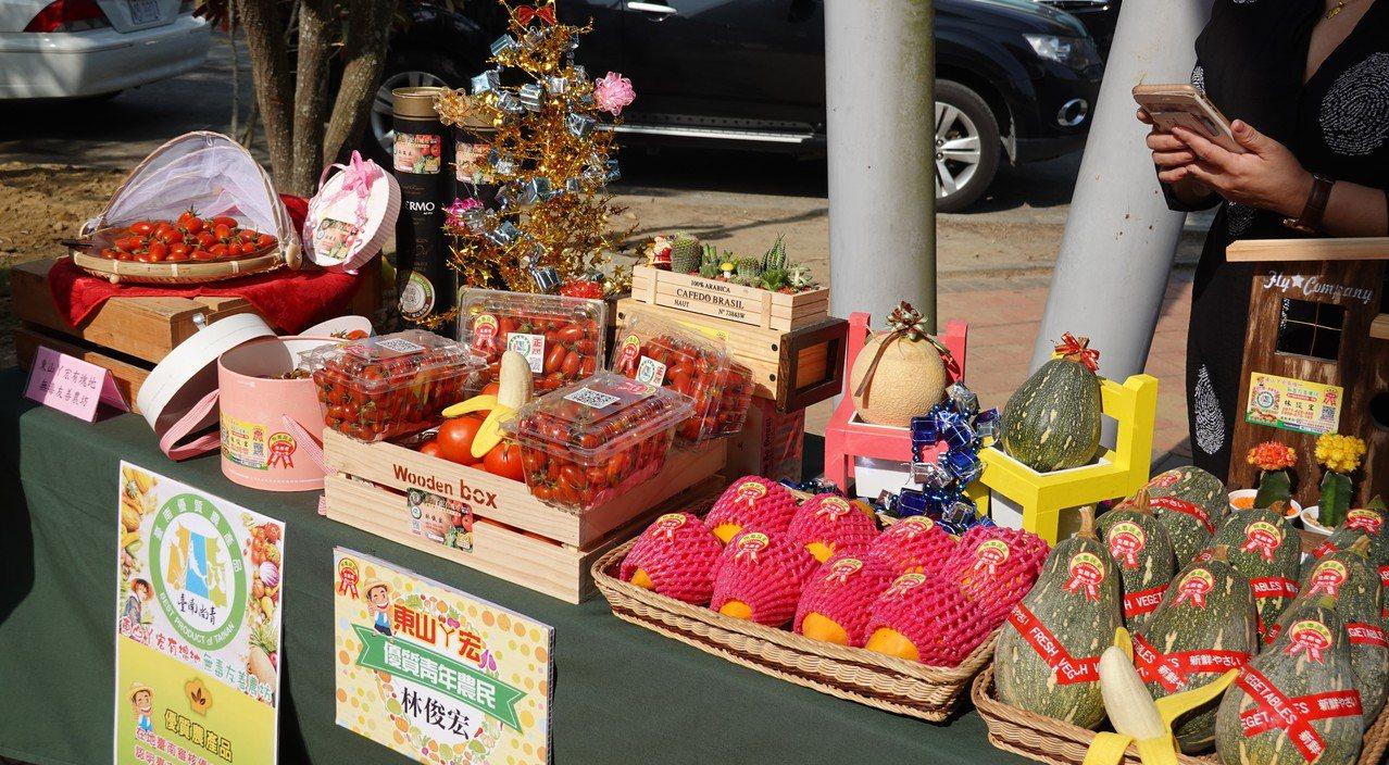 台南市左鎮區在周六及周日推出瓜棚下農民市集。圖/左鎮區公所提供