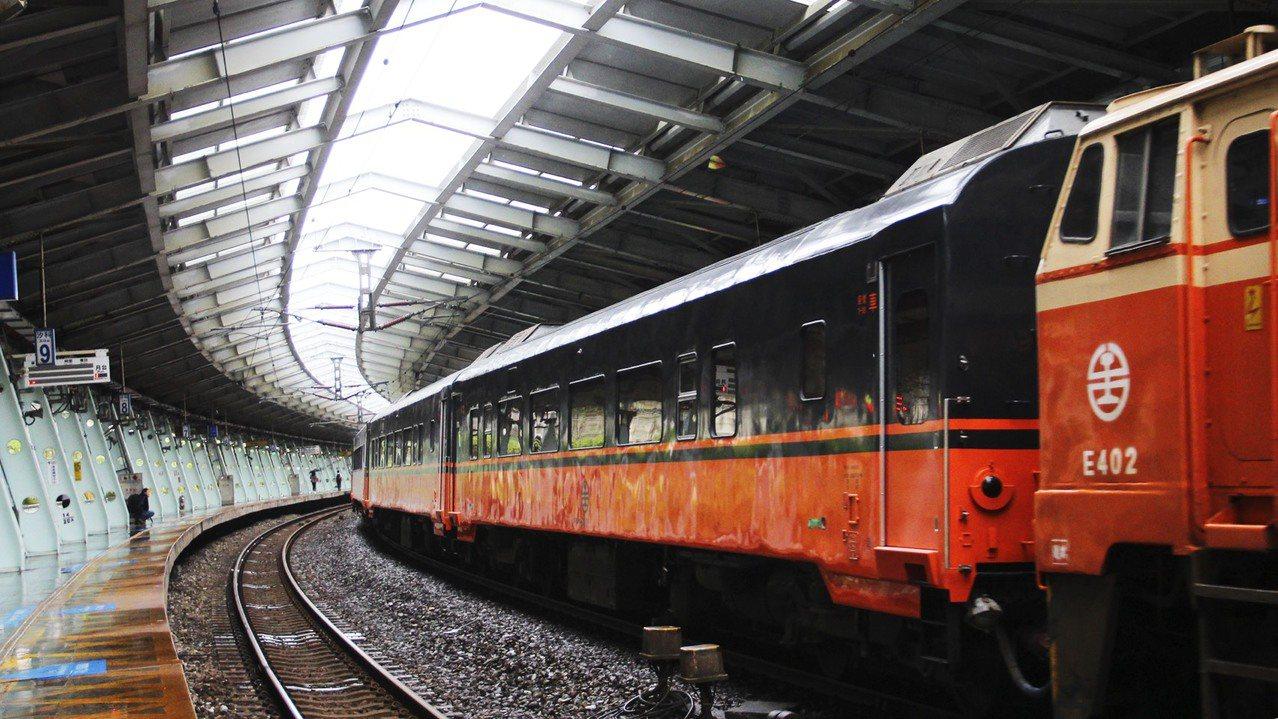 台鐵全新觀光列車外觀。圖/台灣鐵路管理局與柏成設計公司提供