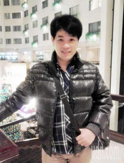 台南市警局六分局49歲的曾錦緯,12月1日晚間與家人及友人聚餐唱歌時,突感身體不...