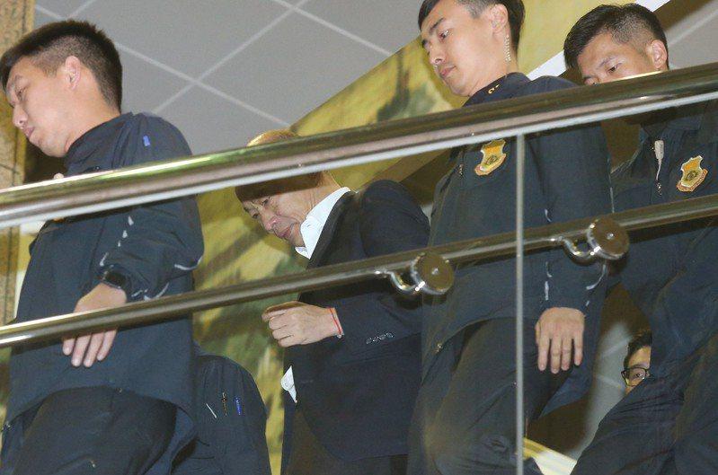 國安局及特勤中心遭爆料,將涉入私菸案的中校汪恩肇調派給國民黨總統參選人韓國瑜為侍從組長。國民黨立法院黨團總召曾銘宗表示,汪等人是被臨時硬塞入韓團隊。 本報資料照