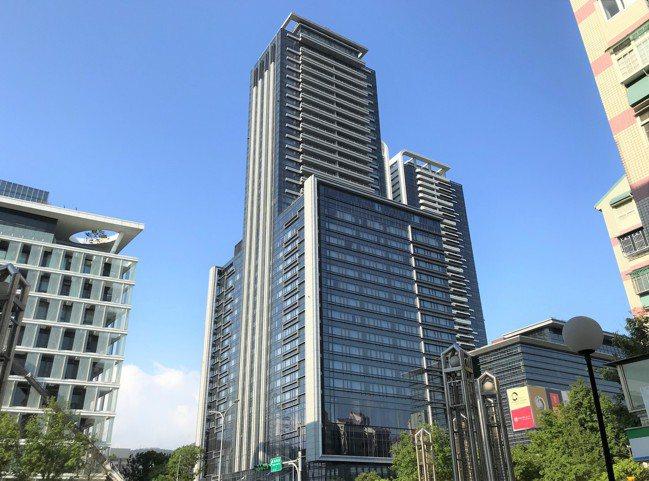 記者游智文/攝影 最新實價揭露,北市大直知名豪宅「西華富邦」10樓戶交易,屋主以...