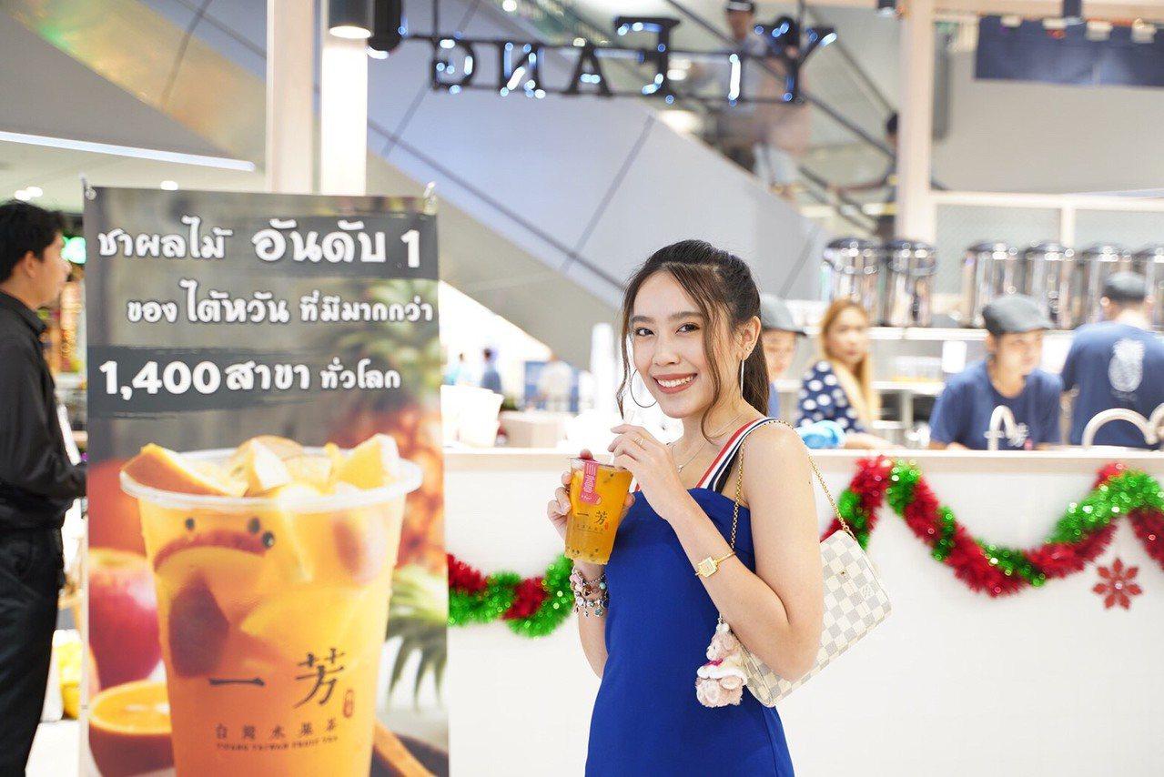 一芳泰國門市延續傳統,主打使用「新鮮水果」入茶。圖/一芳水果茶提供