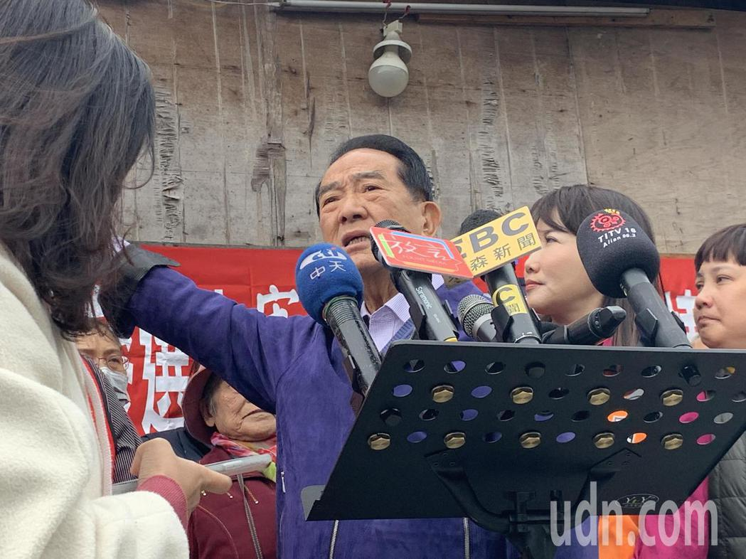 親民黨總統參選人宋楚瑜今早訪視新北市鶯歌南靖部落。記者魏翊庭/攝影