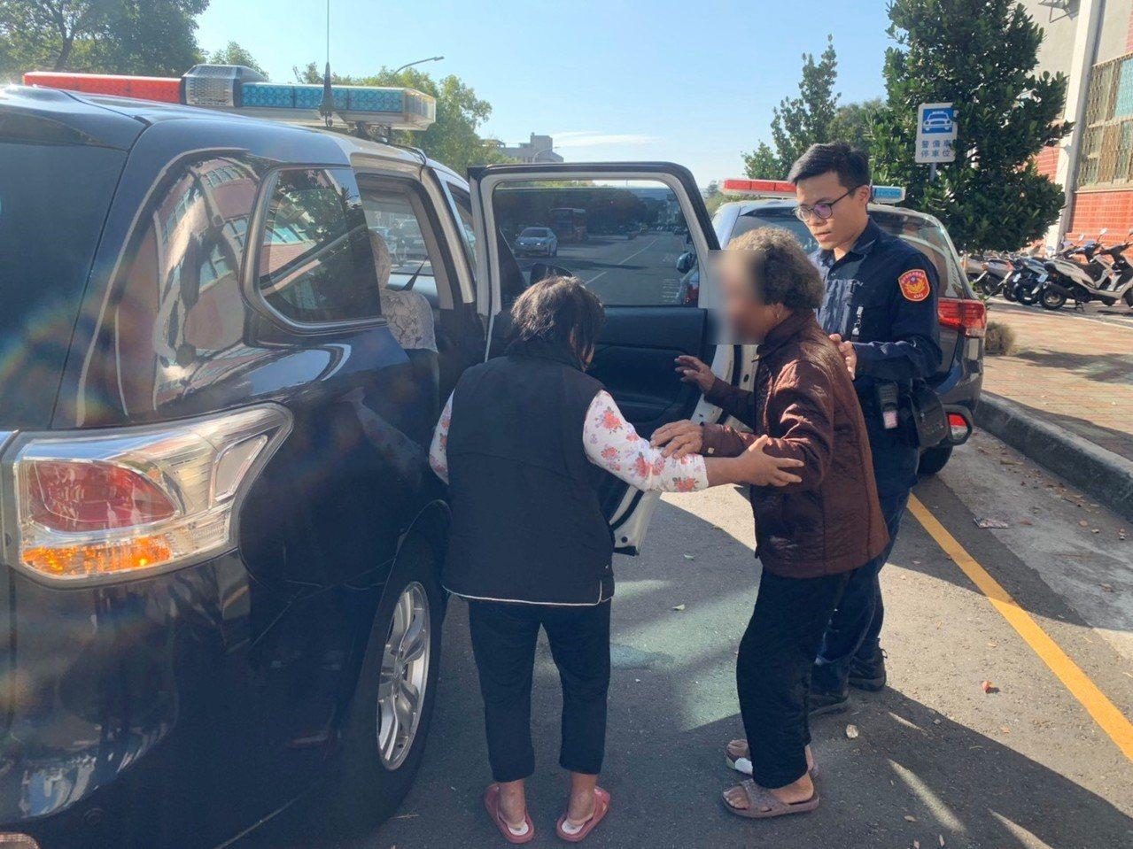 台中市第四警分局黎明所前天中午協助彰化縣一對迷途祖孫返家。圖/第四警分局提供