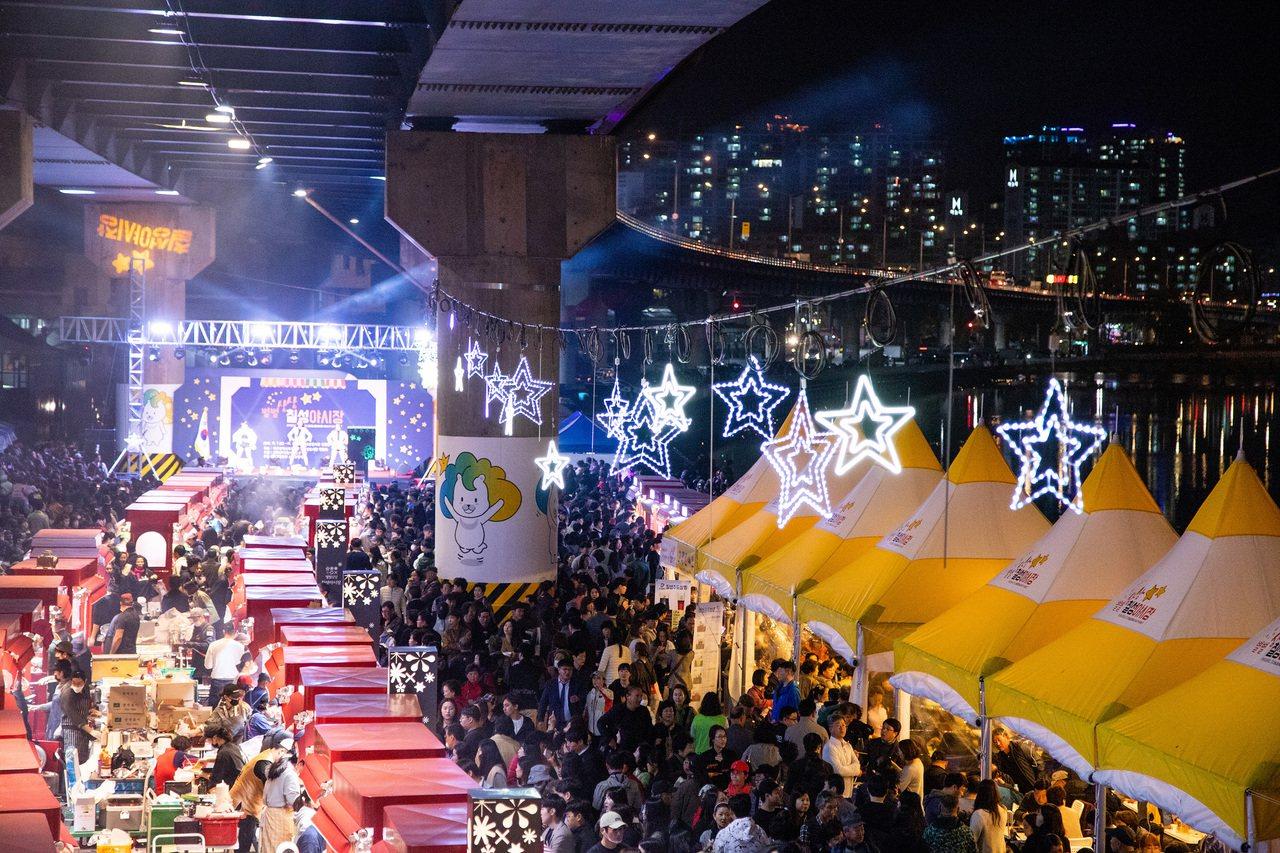 大邱新開幕的「七星夜市」,共有75個特色攤位。圖/大邱駐台觀光推廣辦事處提供
