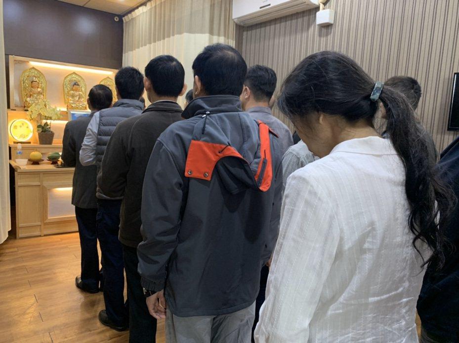 台南市警局六分局警員曾錦緯猝死消息傳出後,親友、同事聞訊都感到震驚,難以接受噩耗。記者邵心杰/翻攝