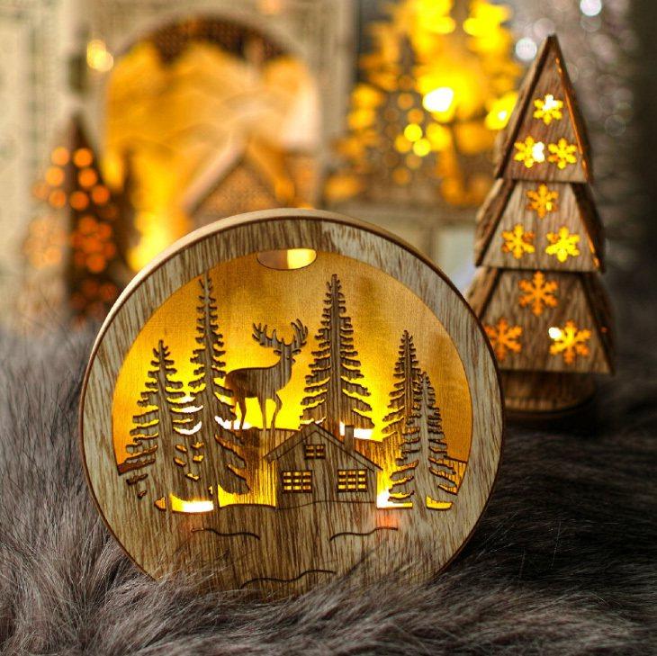 台隆手創館獨家推出木紋掛式情境燈-森林小木屋S,原價370元、特價296元。圖/...
