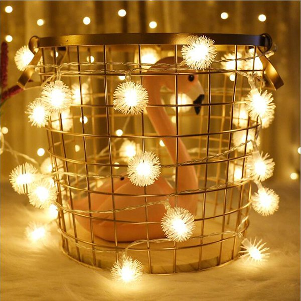 USB毛毛球(暖光) 可隨意掛在牆上、門窗、天花板、耶誕樹上,也可鋪在地板,一組...