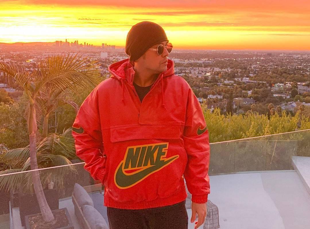周董在個人社群平台上,曬出Supreme X Nike的最新單品。圖/摘自周杰倫...