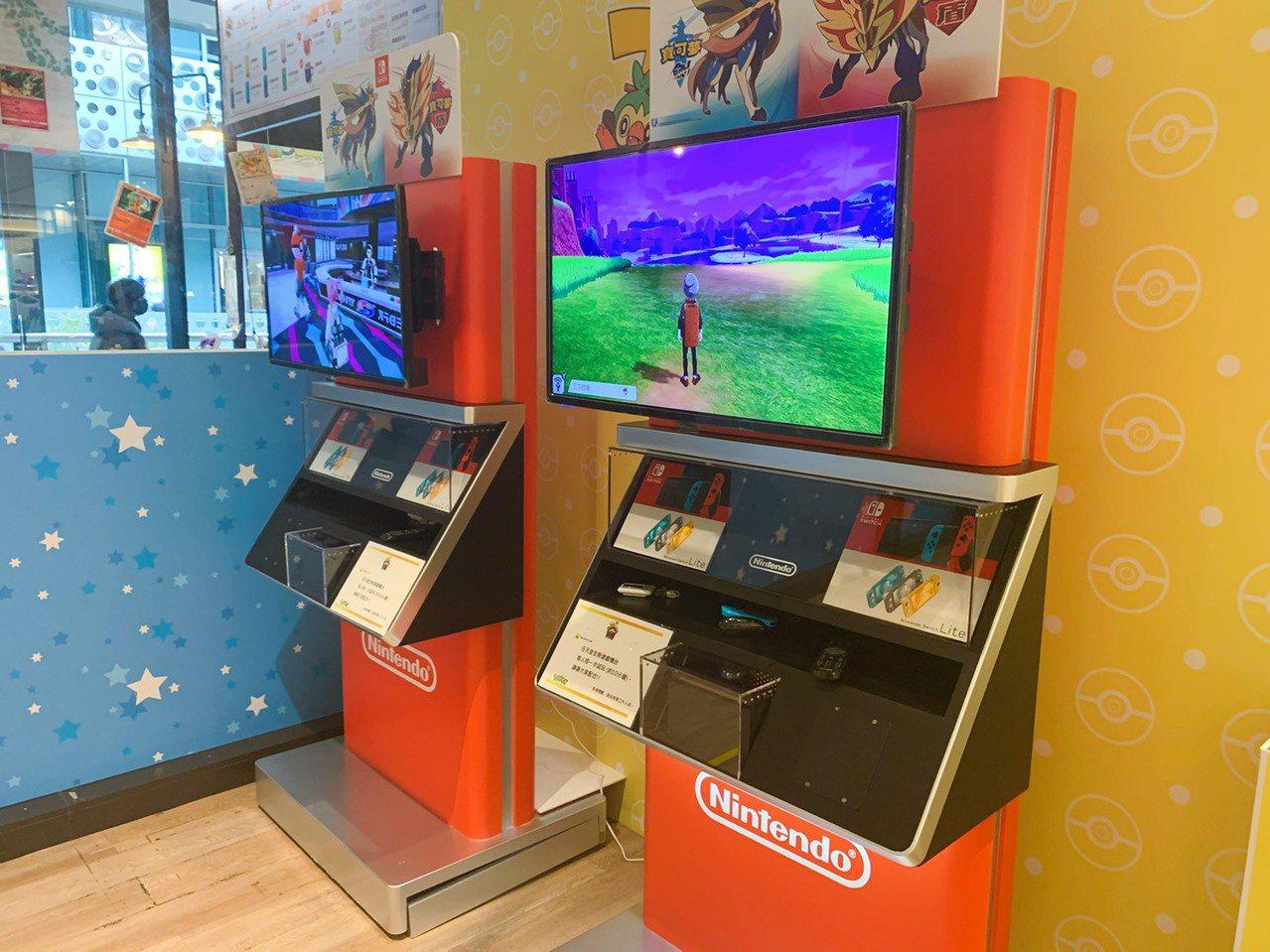 店內提供 switch 遊戲機供粉絲試玩。記者徐力剛/攝影