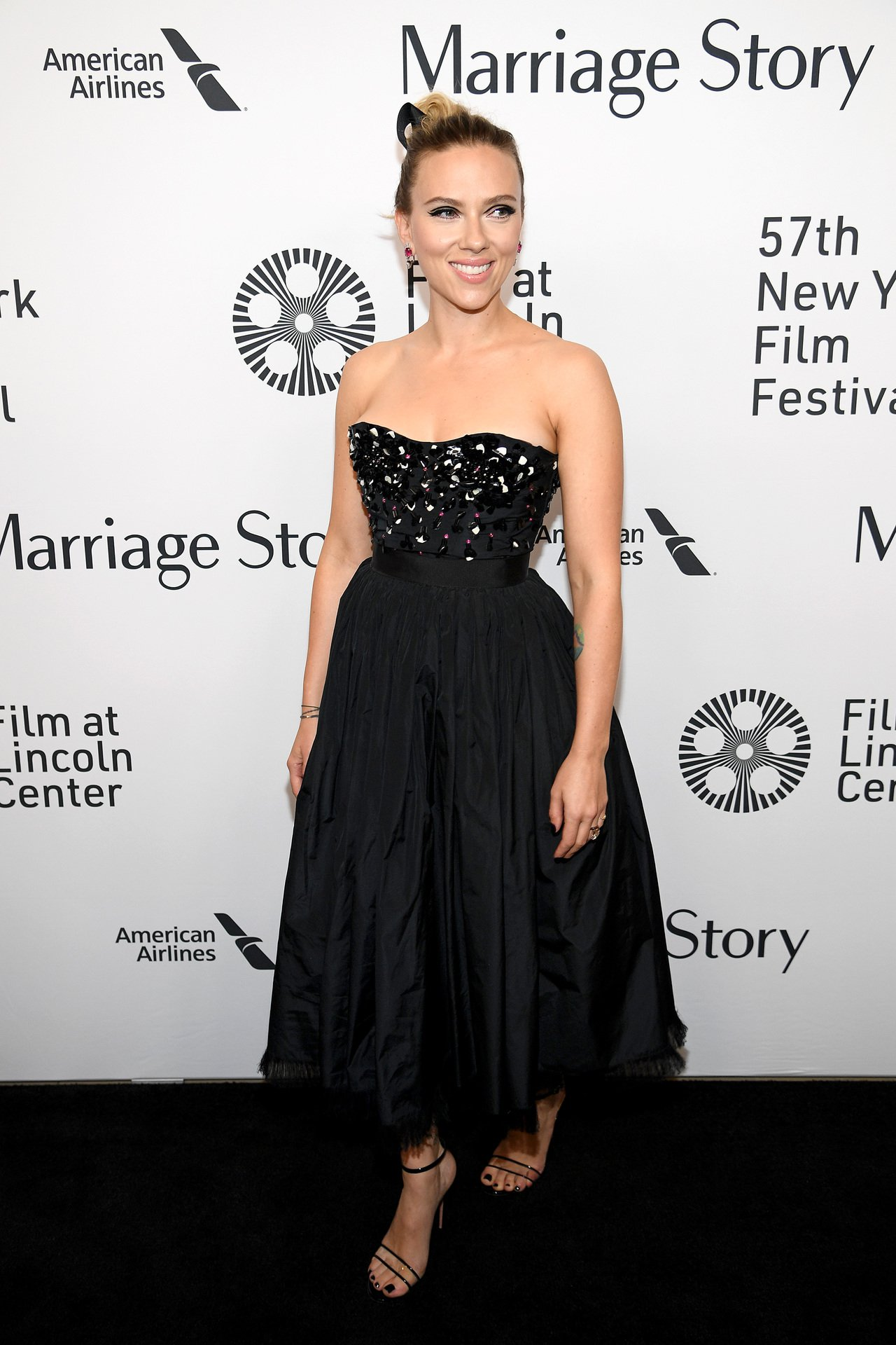 史嘉蕾喬韓森在電影首映時,身穿DIOR 2019秋冬時裝類似款。圖/DIOR提供