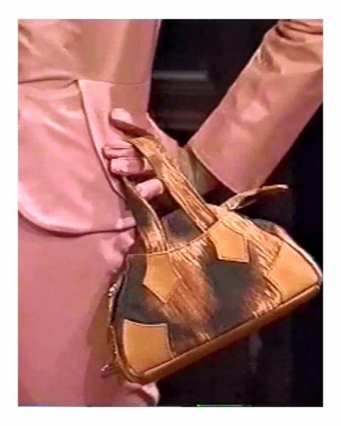 Mini Yasmine包款其實是Vivienne Westwood八○年代推出...