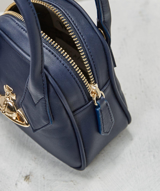 Mini Yasmine台灣限定包,9,900元。圖/Vivienne West...
