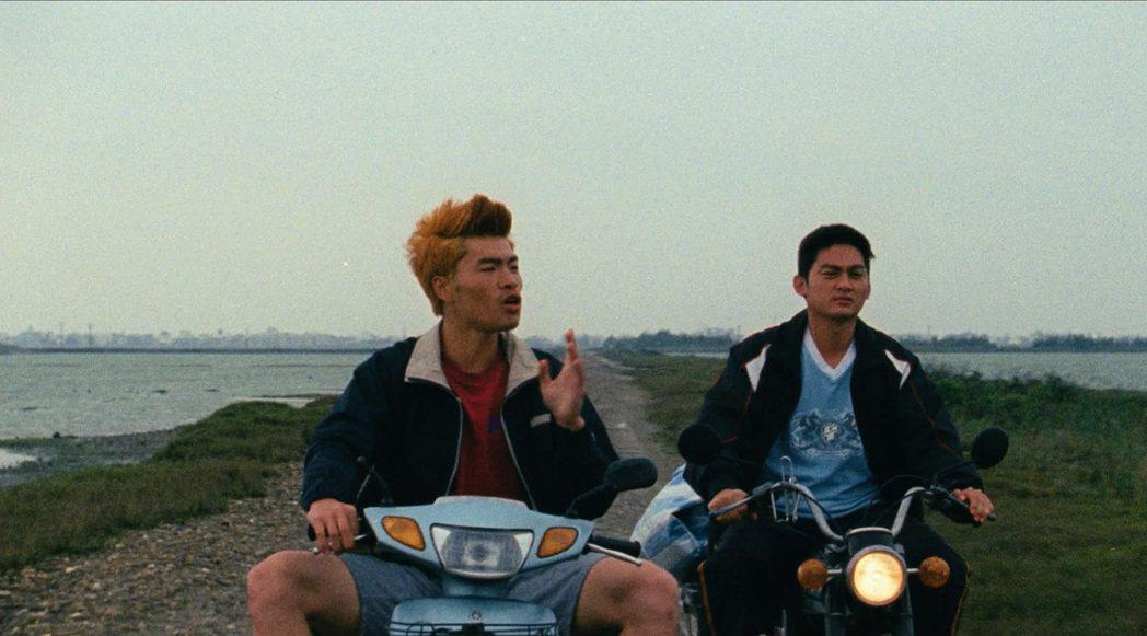 《蚵豐村》描述王船祭典下面臨世代衝擊的台灣西南漁村。圖為電影劇照。圖/林龍吟提供
