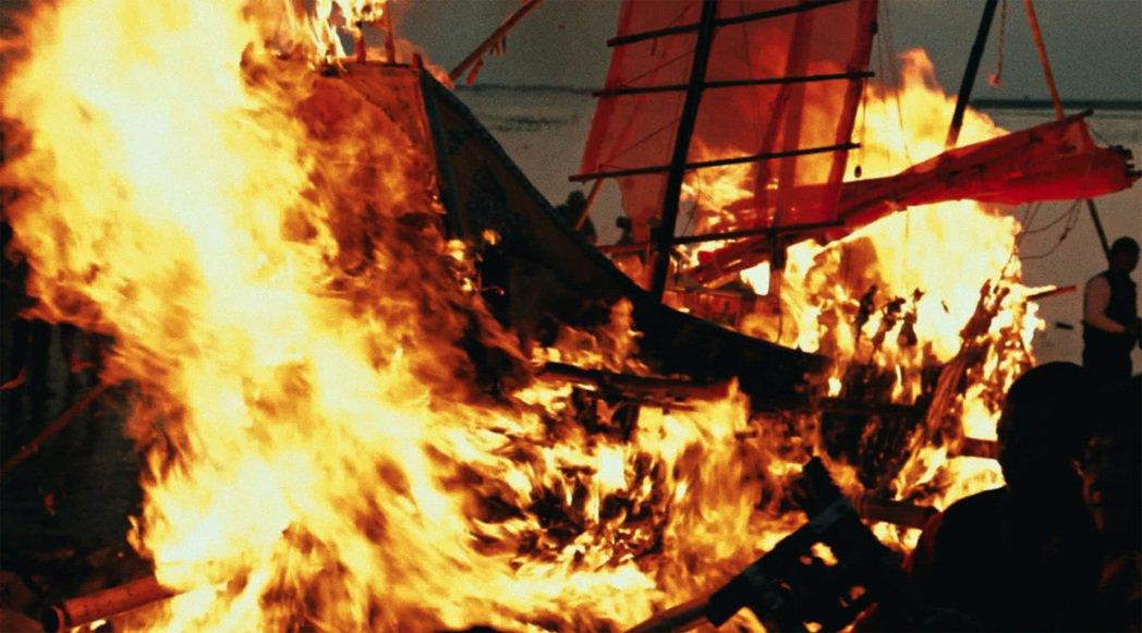 《蚵豐村》描述王船祭典下面臨世代衝擊的台灣西南漁村,台灣獨特的王爺信仰文化相當吸...