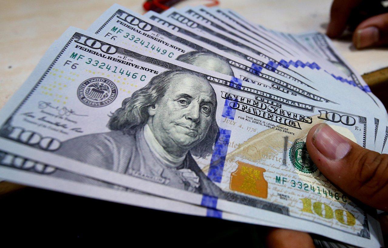 數據顯示,美國個人貸款餘額到今年第2季為止已超過3,000億美元(新台幣9.15...