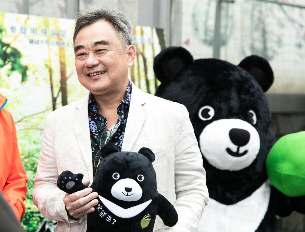 陳昇為電影「黑熊來了」唱主題曲。圖/牽猴子提供