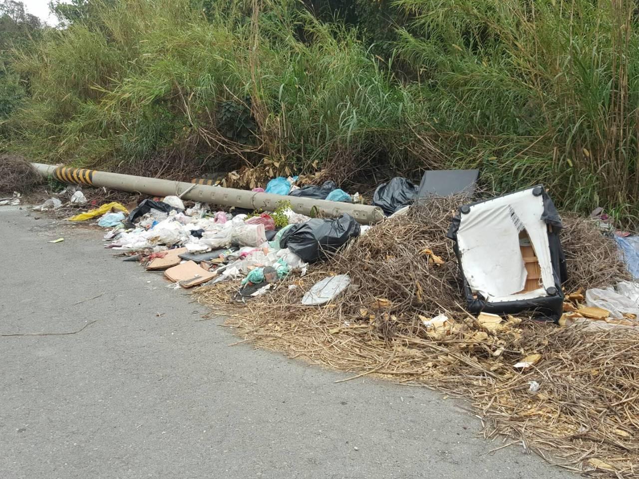 二林鎮今年查報50處髒亂點,通知地主改善。圖/二林鎮清潔隊提供