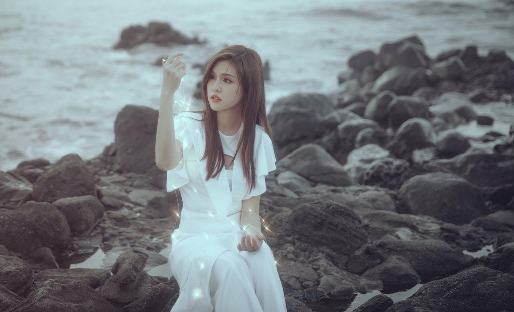 夏宇童全創作EP今起上架,首波主打「不安」回憶人生首次離家赴日拍戲心境。圖/五熊...