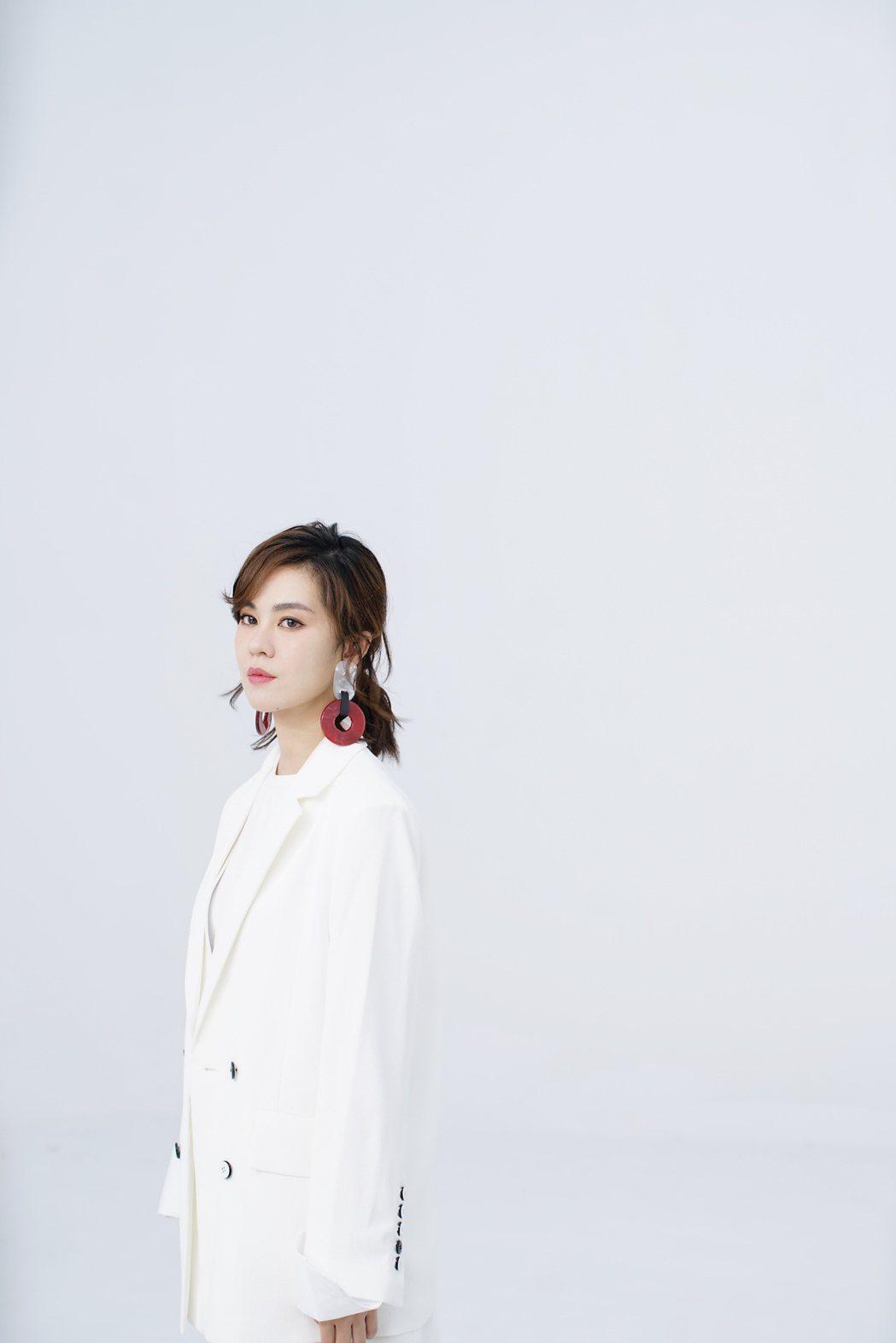郁可唯為新歌「你知道」,獻出MV導演處女秀。圖/華研提供