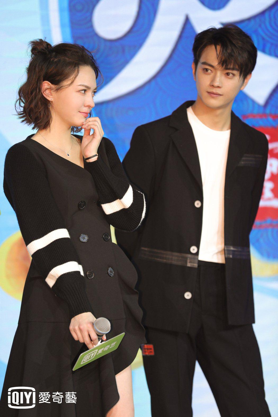 許凱(右)、張榕容出席粉絲見面會。圖/愛奇藝台灣站提供