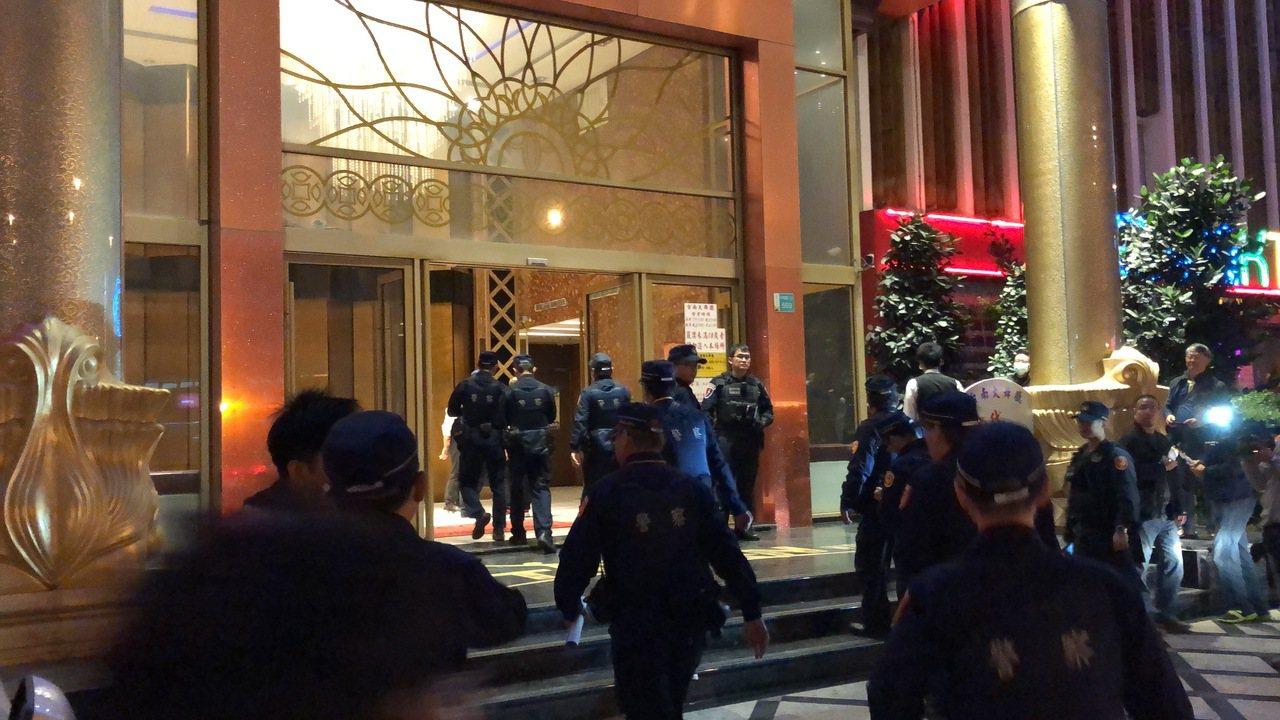 台南市安平區台南大舞廳11月27日發生槍擊案,引發警政署及行政院高度重視,陳嫌及...