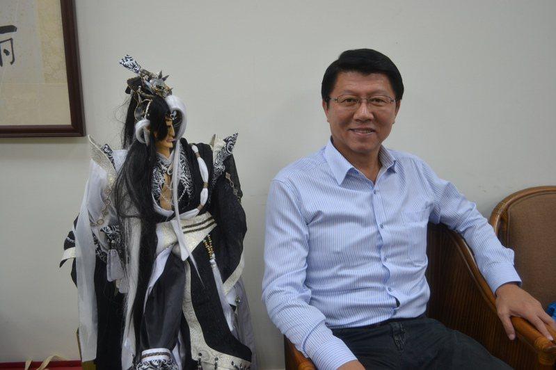 謝龍介今接受黃暐瀚訪問時表示,據了解屏東賭盤韓、蔡已打成PK,選戰最後結果,韓將贏蔡90萬票。圖/報系資料照