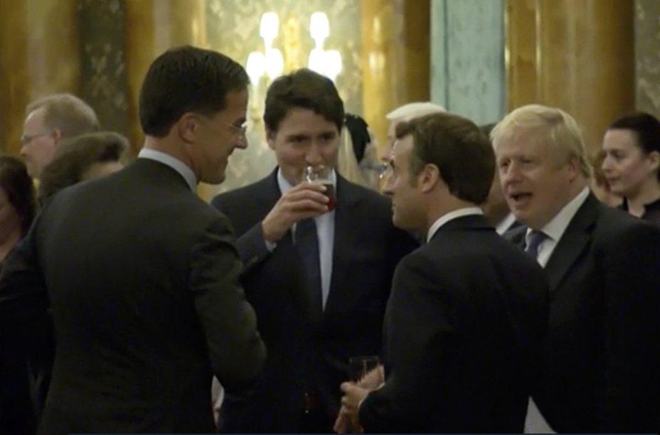 加拿大總理杜魯多(中)和安妮公主(左一)、荷蘭總理呂特(左二)、法國總統馬克宏(右二)、英國首相強生(右一)講川普的八卦。美聯社