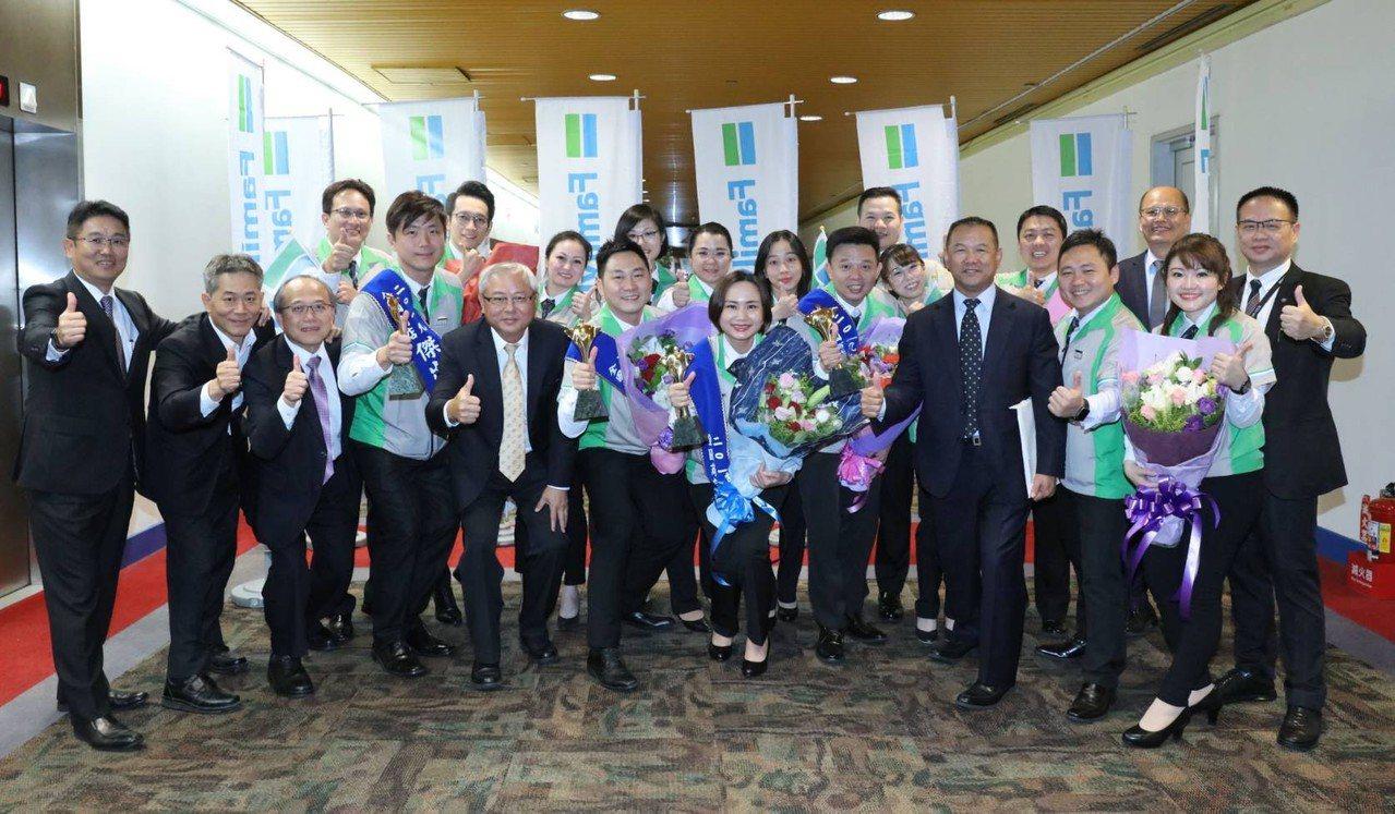 被譽為「連鎖業奧斯卡」、由台灣連鎖暨加盟協會(TCFA)所舉辦的「2019全國商...
