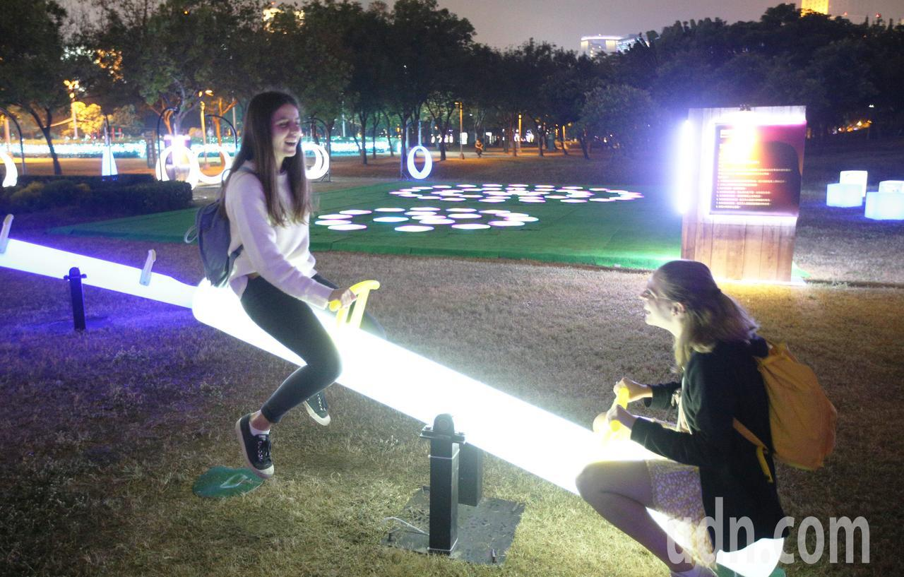 2019 LOVE高雄追光季各種結合光影科技的燈區更是到處都藏有不同驚喜,邀請全...