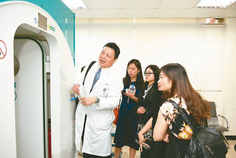 高醫近日布局越南動作頻頻,除展開健檢、醫療轉診及後送服務,也將與台資醫院陸續展開國際人才培訓及醫療、產業合作計畫。 圖/高醫提供