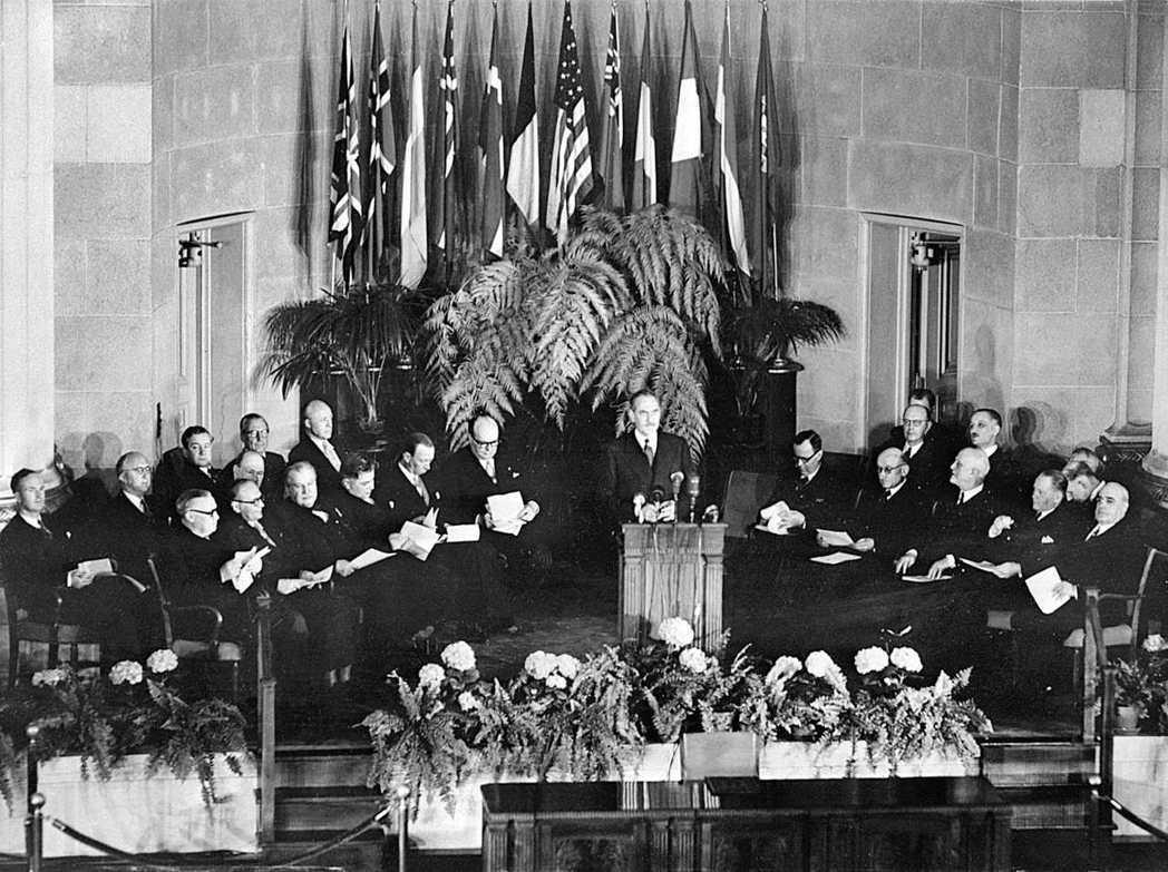1949年4月4日,北约在美國華盛頓簽署協定正式成立。 (法新社)