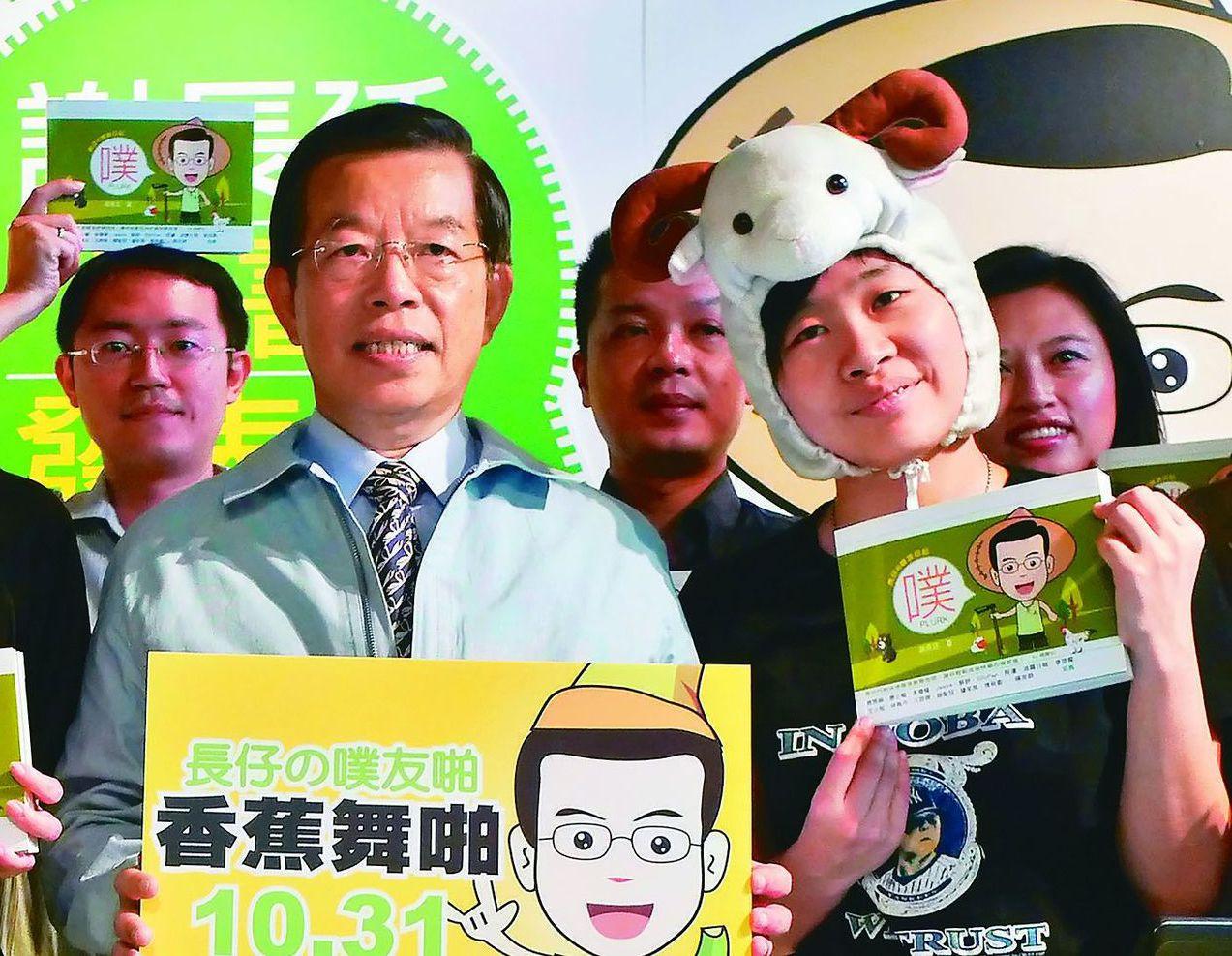 「卡神」楊蕙如(右)被起訴,引發軒然大波,左為駐日代表謝長廷。圖/聯合報系資料照...