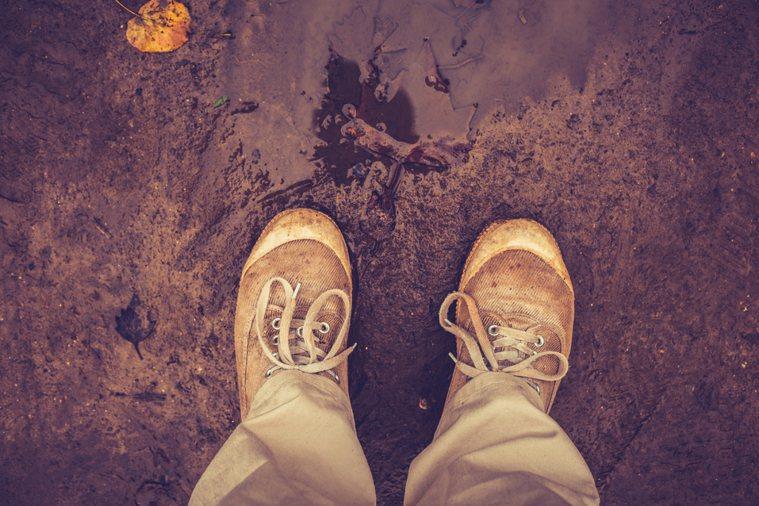 陰雨綿綿的天氣,下不完的雨,不僅讓人心情好憂鬱,最討厭的還有鞋子被淋濕這件。圖/...